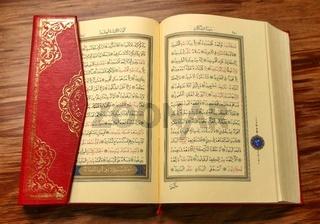 Koran aufgeschlagen