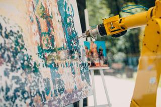 Robot painter draw pictureю