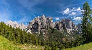 Blick auf den Rosengarten und die Vajolettuerme, Trentino, Italien