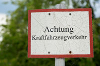 Sign with the inscription Attention motor vehicle traffic (Achtung Kraftfahrzeugverkehr) in Germany