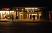 U-Bahnhof Pankow in Berlin bei Nacht