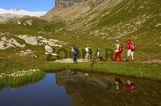 Wanderer auf dem Weg, Santeschpass, Schweiz