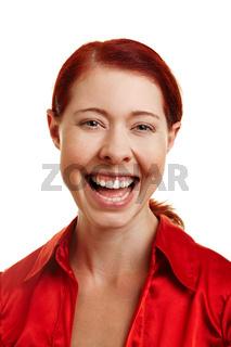 Lachende junge Frau von vorne