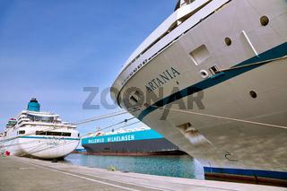 'Traumschiff' MS Amadea sowie die Artania im Kaiserhafen Bremerhaven