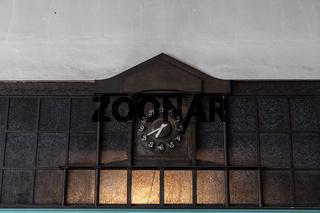 Uhr im Jugendstil in einem historischen Kraftwerk