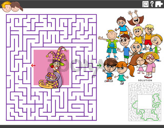 maze educational game with cartoon clown and children