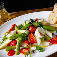 Asparagus salad with strawberries, tomatoes and goat cheese