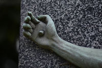 Cemetery Sculpture, detailview - Hand, fixed by wi