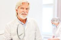 Erfahrener Arzt als Facharzt für plastische Chirurgie