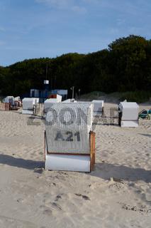 Strandkörbe an der polnischen Ostseeküste bei Kolobrzeg