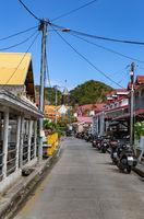 Straße in Le Bourg, Terre-de-Haut, Iles des Saintes, Les Saintes, Guadeloupe, Kleine Antillen, Karibik.