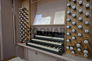 Klaviatur und Register der Buchholzorgel in  der Nikolaikirche,