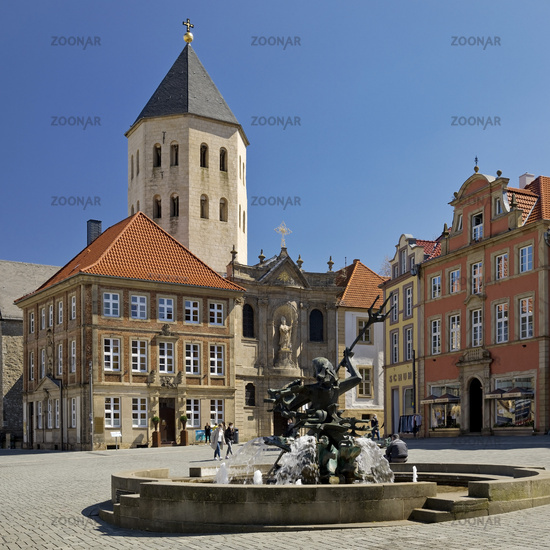 Market with Gau church Sankt Ulrich and Neptun-Brunnen, Paderborn, Germany, Europe