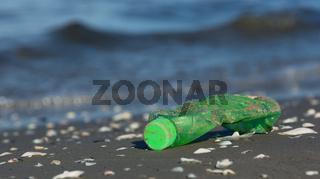 Angespülter Plastikmüll