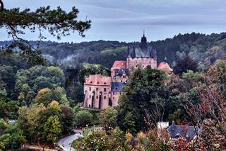 Burg Kriebstein in der Morgendämmerung.