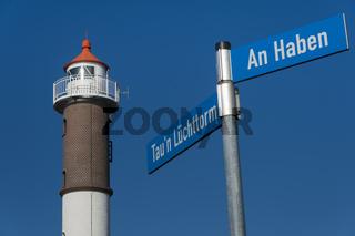 Straßenschilder am Leuchtturm