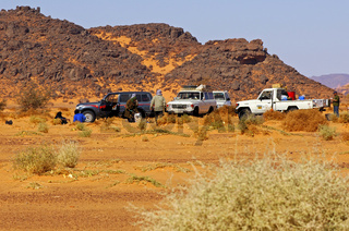 Geländewagen einer Expedition am Sammelpunkt