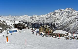 Bergrestaurant Längflueh und Skibar Berghütte am Fee-Gletscher oberhalb von Saas-Fee, Schweiz
