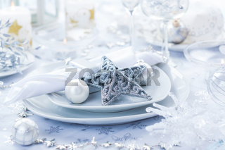 Place setting in white and silver for Christmas with star