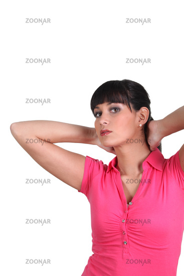 Brunette woman with arms behind his head