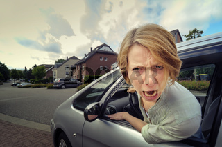 aggressive Autofahrerin