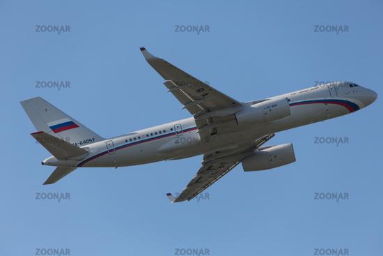 TU - 204