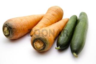 Frische Karotten und Gurken