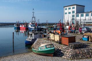 Fischerboote im Hafen von Sassnitz auf der Insel Rügen