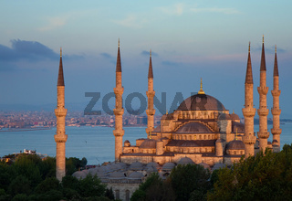 Blue mosque in the late evening sun