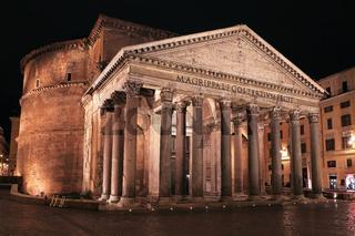 Night Rome. Pantheon