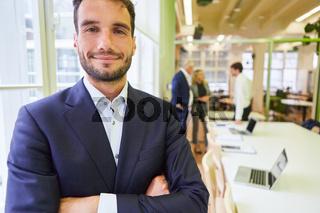 Business Mann als selbstbewusster Start-Up Gründer