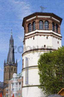 St. Lambertus Kirche neben dem Schlossturm mit dem Schifffaht-Museum, Duesseldorf