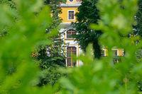 View through leafy green onto the baroque Neschwitz Castle
