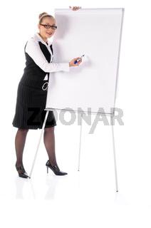 Junge Managerin, Steuerberaterin vorm Flipchart