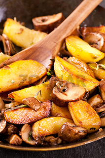 fried potato with mushrooms