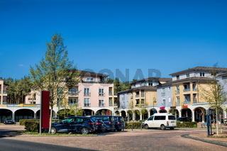 grünheide, deutschland - 17.04.2020 - stadtzentrum mit marktplatz