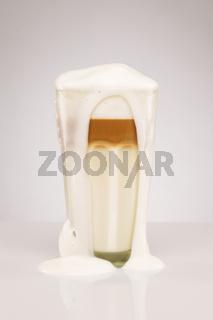 überlaufende latte macchiato