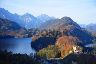Alpsee, Schwansee und Schloß Hohenschwangau im Mor