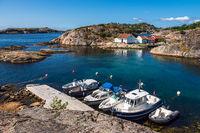 Boote auf der Schäreninsel Kapelløya in Norwegen