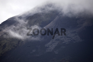 Schwarze Lava des Vulkan Arenal beim Ort La Fortuna