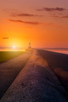 Quermarkenfeuer in Wilhelmshaven während Sonnenuntergang