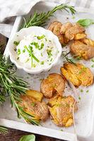 Smashed potatoes, knusprige Ofenkartoffeln