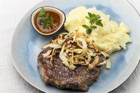 Steak mit Röstzwiebeln