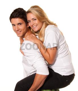 Lachendes junges Paar hat Spaß