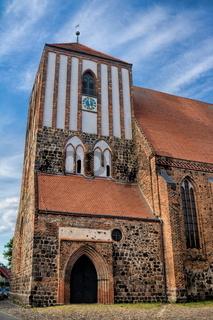 wusterhausen, deutschland - 03.06.2020 - stadtkirche st. peter und paul