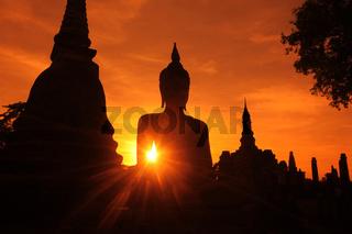 Eine Buddha Figur  im Wat Mahathat Tempel in der Tempelanlage von Alt-Sukhothai in der Provinz Sukhothai im Norden von Thailand in Suedostasien.