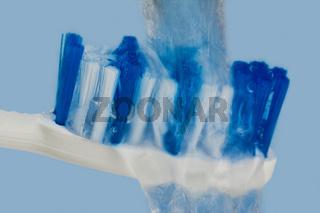 Reinigung von Zahnbürste