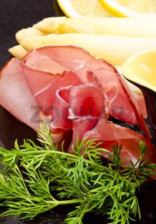 Asparagus, ham and sauce hollandaise