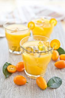 Orangensaft mit Kumquats