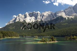 Eibsee am Fuß der Zugspitze